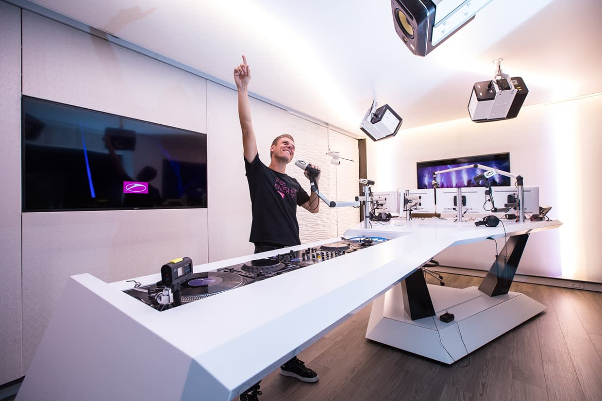 01 Armin van Buuren Radio studio 2017 billboard embed - How much do you know about the edm industry ? #3